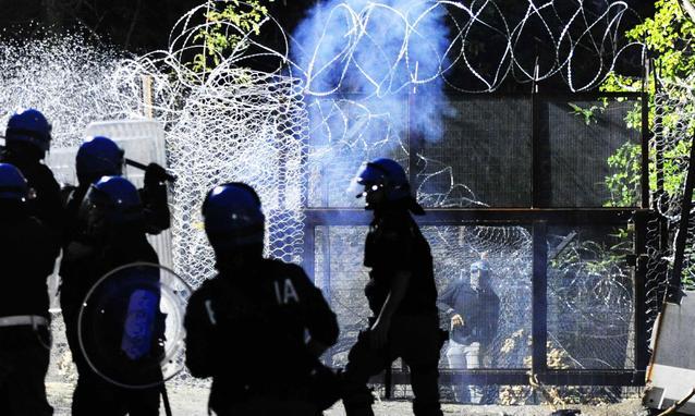 """Servizi Segreti: """"Venaus, base operativa dei Black Bloc """"…"""