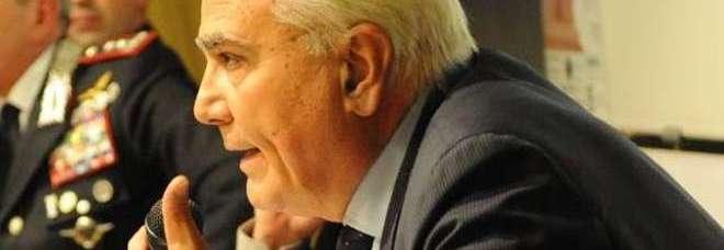 Prof. Arduino Paniccia, insegna Relazioni Internazionali alla Facoltà di Scienze Politiche di Trieste .