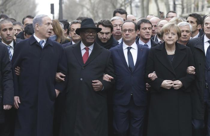 Governanti riuniti, dopo l'attentato del 13 novembre 2015 a Parigi.